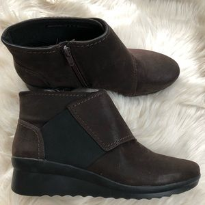 Clarks Caddell Tropic cloud steppers brown booties